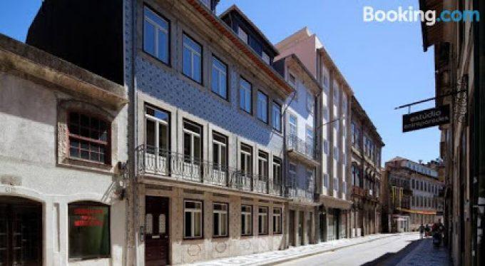 APARTHOTEL OPORTO BATALHA – FREE PARKING & BREAKFAST