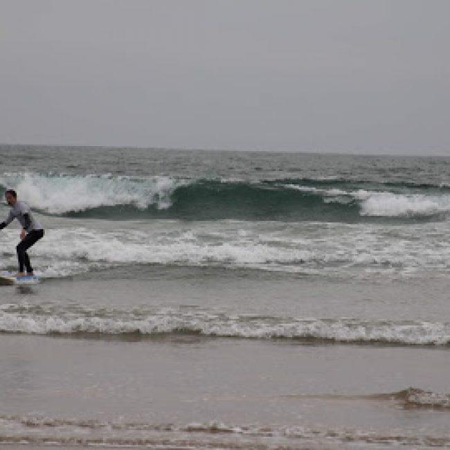 MOWZES SURF SCHOOL