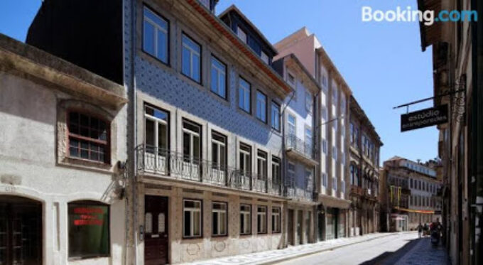 Aparthotel Oporto Batalha - Free parking & breakfast
