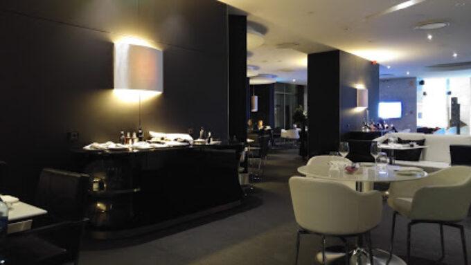River Lounge Restaurante & Bar